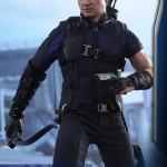 Hot Toys – Captain America – Civil War – Hawkeye Collectible Figure_PR6