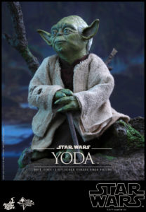 Hot Toys - Star Wars EpV - Yoda Collectible Figure_PR10